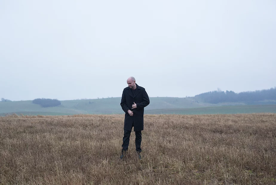 jonathan løw på markerne udenfor sit hjem i Højbjerg ved Aarhus